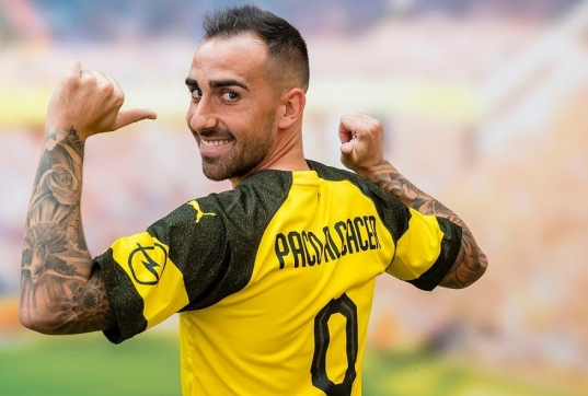 Since the beginning of the current season the Spanish forward Paco Alcacer has been demonstrating enviable efficiency, setting new records in parallel. Even the forward's former teammate Lionel Messi can't compare to the Borussia Dortmund player